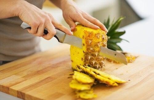 パイナップルに/ダイエットと毒素排出の効果