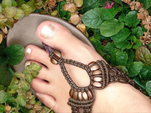 足の裏の固くなった角質を取り除く方法