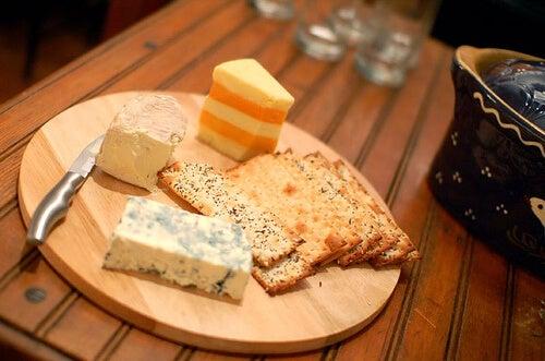 虫歯の要因:チーズ