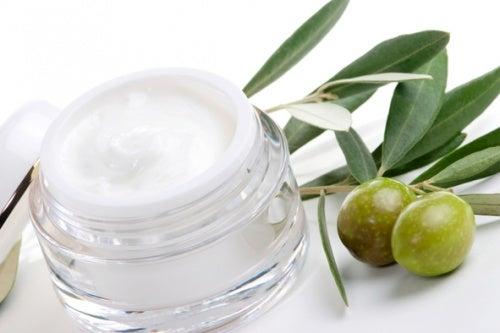 Crema-natural-de-aceite-de-oliva-500x333