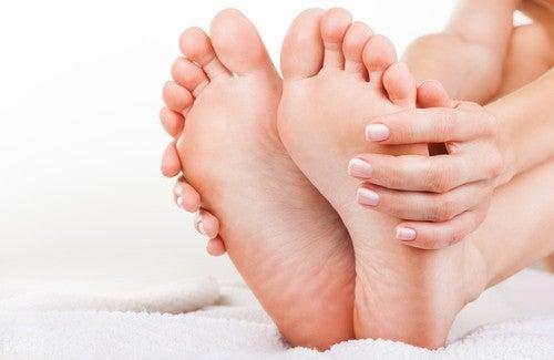 足の臭いに効く自然療法
