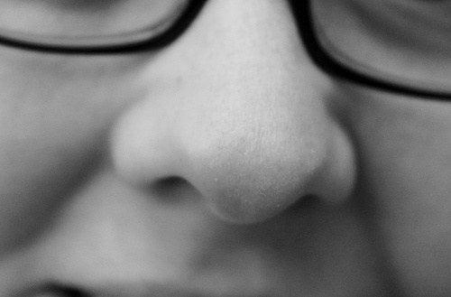 鼻の黒ずみを消す方法