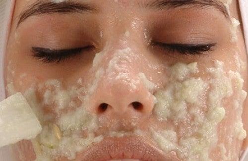 顔のシミをなくす自家製クリーム