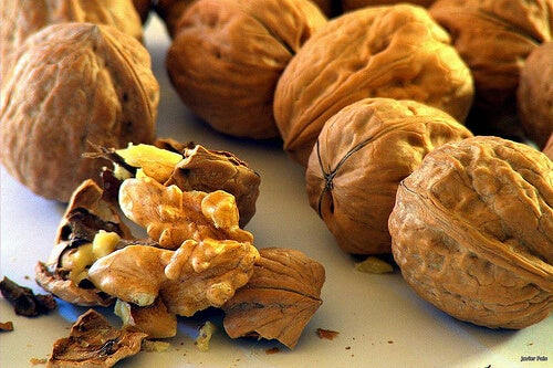 walnuts-protect-your-heart