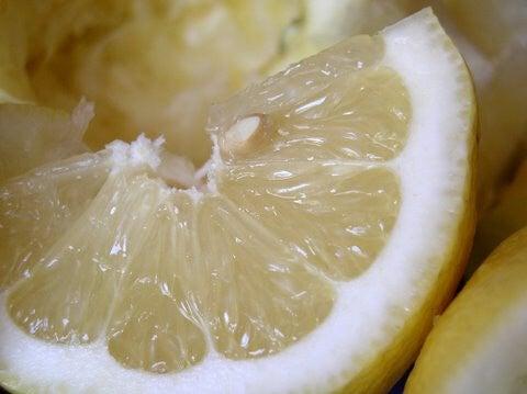 レモンで掃除をする方法