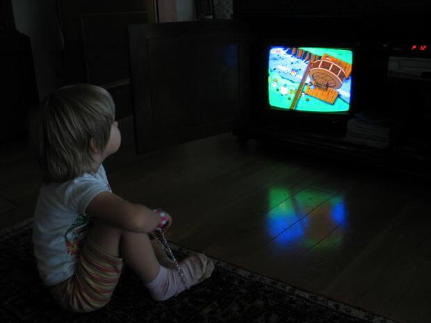 テレビを観ながら食べることの子どもへの影響