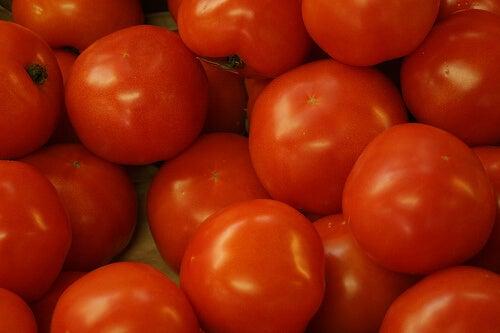 トマトには利尿作用が