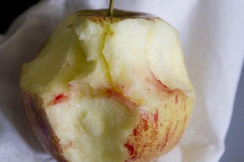 りんごに現れる歯肉炎