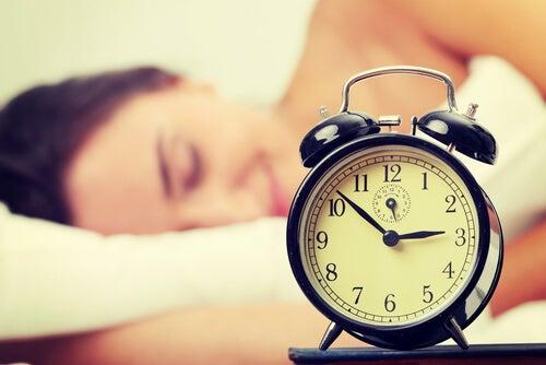 4-目覚まし時計