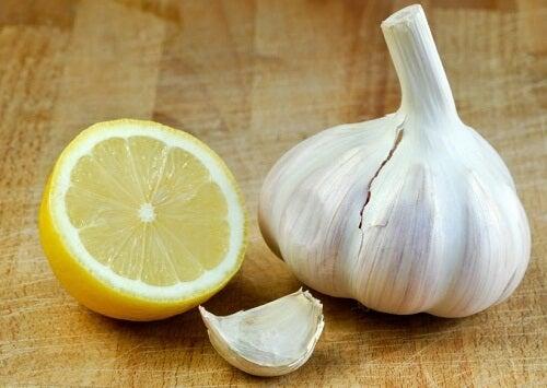 ニンニクとレモンによる/コレステロールの低下と動脈の浄化