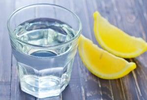 レモン水を飲むメリット