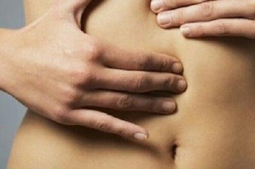 お腹のむくみを解消する方法