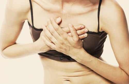 するどい胸の痛み:/主な原因と対処法