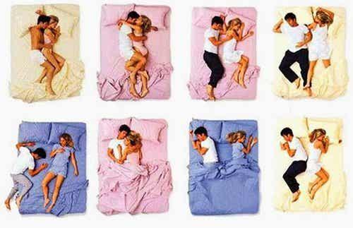 寝る時の体勢でわかる二人の関係