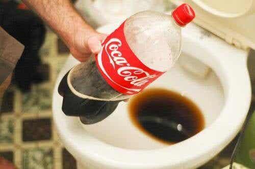 飲む以外に使える!/コカコーラの利用方法13