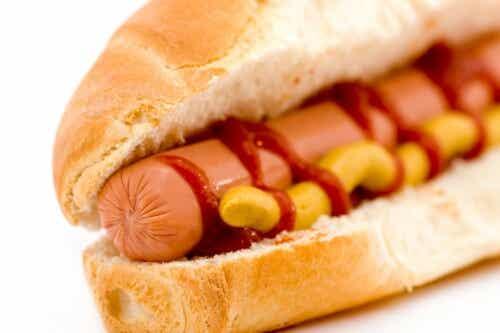 ホットドッグを食べると/ガンになる?!