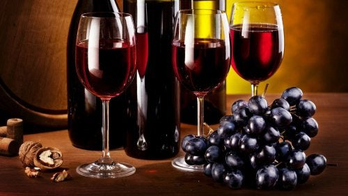 ブドウと赤ワイン