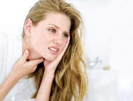 喉の痛みに効く12の自然療法