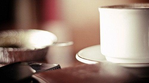 コーヒーを飲むと空腹を感じる?