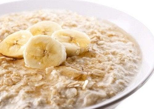 オーツ麦の11の健康効果/(朝食レシピ付)