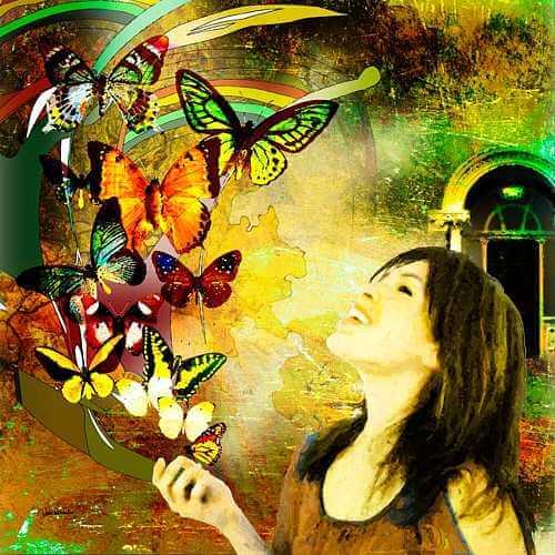 女性と蝶々