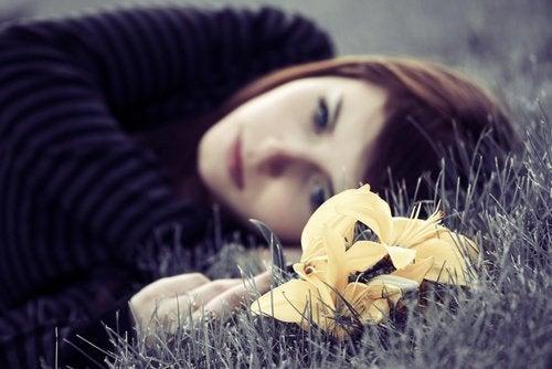 悲しみを乗り越えるための 4つのアドバイス
