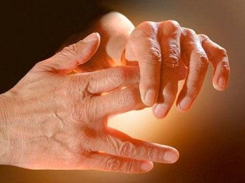 手足がチクチク痛む原因