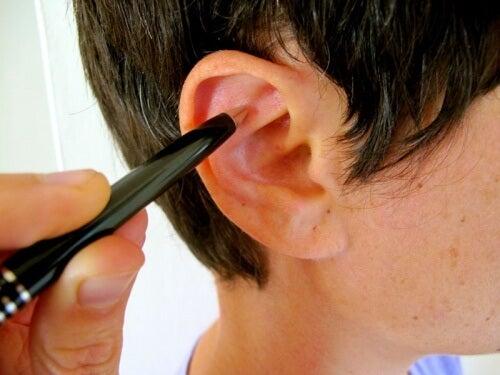 耳マッサージでストレス緩和