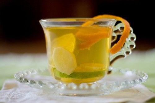 生姜茶とオレンジ