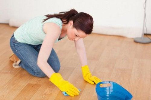 床をきれいにする方法