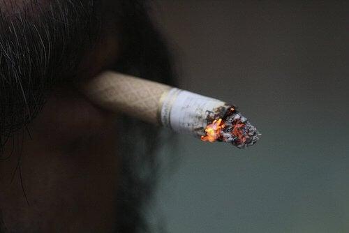 腰痛.喫煙