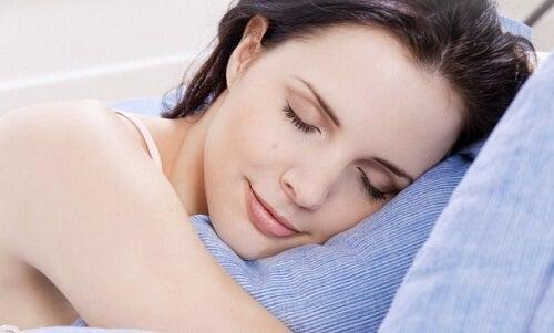 朝までぐっすり!すぐに眠りにつく方法7選