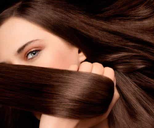 天然素材で髪の色を明るくする方法