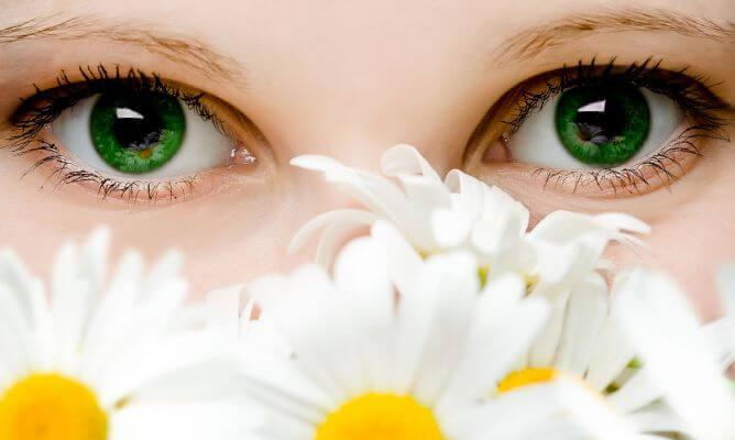 3-輝く目