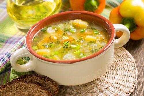 体から毒素を排出するデトックススープ