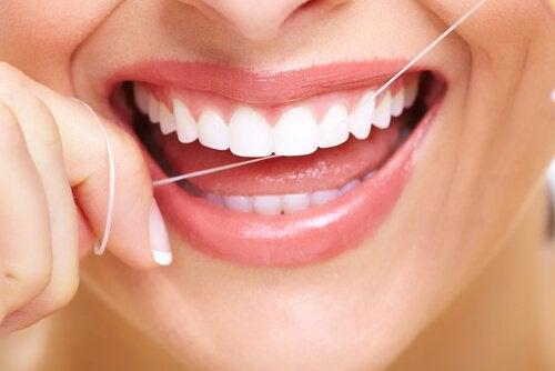 デンタルフロス歯垢の落とす