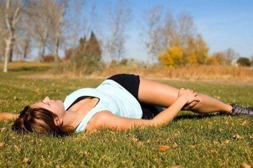 腰痛のための背中ストレッチ