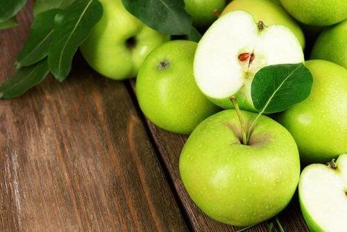 一日1個りんごを食べて減量促進