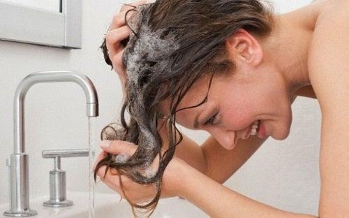 どれくらいの頻度でシャンプーするべき?