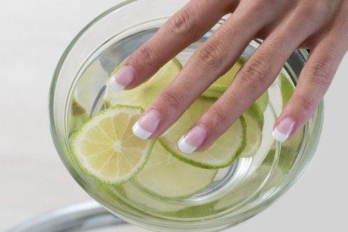 2-whiten-nails