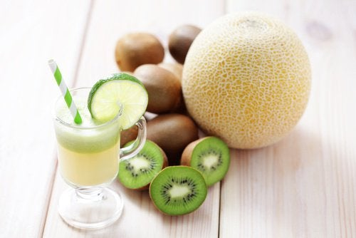 Jugo-de-kiwi-y-melón-500x334