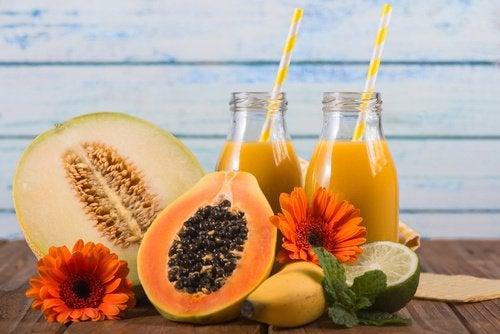 Jugo-de-melón-piña-y-papaya-500x334