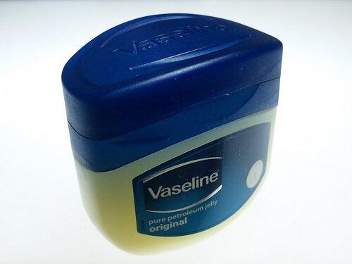 ワセリンの容器