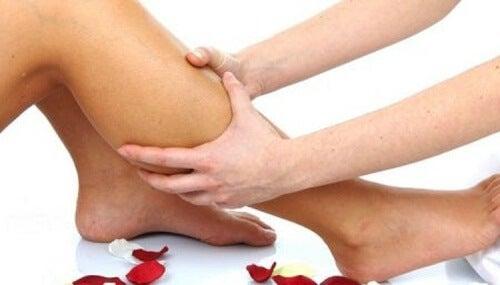 脚の血行をよくするハーブ療法