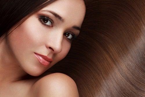 より美しい髪を手に入れる/8つの秘訣
