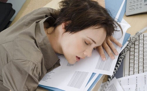 睡眠不足の弊害とは?