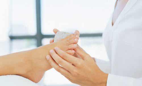 足のタコを綺麗に取り除く自然療法