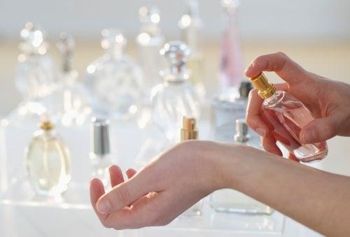 香水と手首