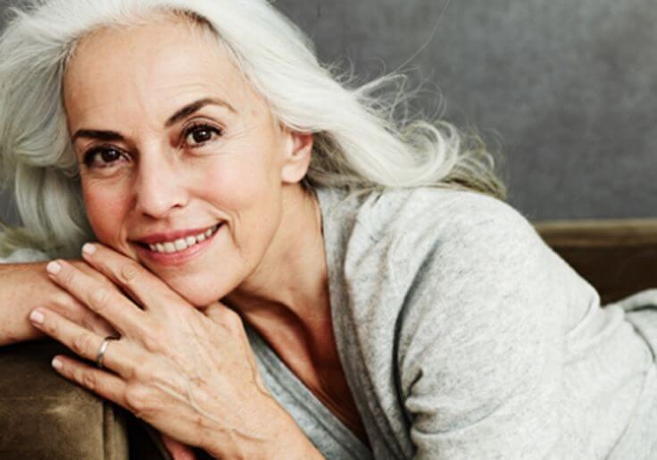 ヤスミーナ・ロッシ:美しい60代の秘訣