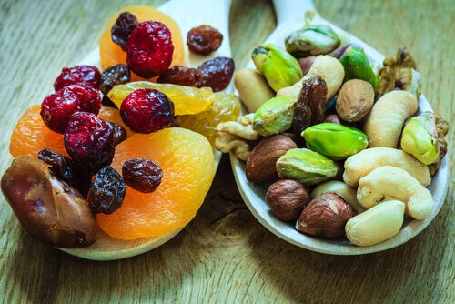 3-dried-fruit-and-nuts